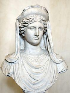 Déméter : Déesse du grain, des moissons. Nourricière et mère. Elle est la deuxième enfant de Rhéa et Chronos et la quatrième épouse de Zeus.