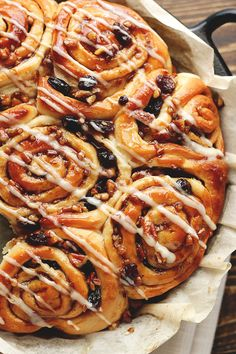 So, how do we feelabout cinnamon buns? More specifically, super soft, ultra-fluffy, perfectly sweetenedandspiced, 100% VEGAN cinnamon buns complete with a sticky pecan raisin glaze ANDa drizzle…