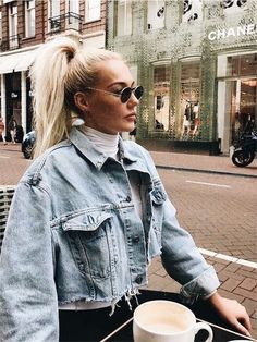 The post Trendy distressed oversized denim jacket. appeared first on Denim Diy. The post Trendy distressed oversized denim jacket. appeared first on Denim Diy. Mode Outfits, Fall Outfits, Casual Outfits, Fashion Outfits, Fashion Weeks, Denim Fashion, Paris Fashion, Mode Ootd, Denim Look