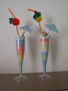 Upside down plastic cup with lid as a cupcake carrier! New Year's Crafts, Kids Crafts, Diy And Crafts, Craft Projects, Paper Crafts, Summer Crafts For Kids, Summer Diy, Diy For Kids, Beach Theme Preschool