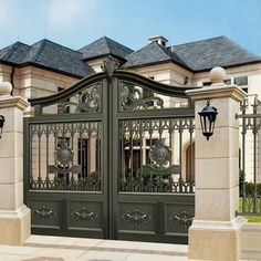 17 Elegant Gates To Transform Your Yard Into Inviting Place House Main Gates Design, Front Gate Design, Door Gate Design, Fence Design, House Design, Metal Driveway Gates, Front Gates, Entrance Gates, Metal Gates