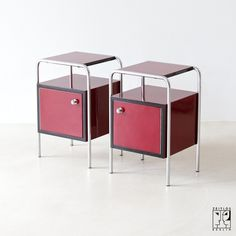 Two Bauhaus bedside cabinets - 1600 €