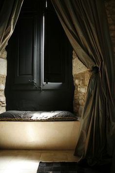 very sophisticated nook - add some gold and diamonds, and this is like a black tie nook!