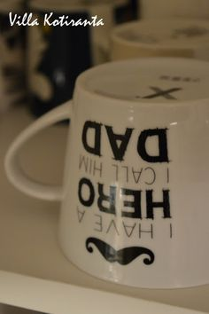 Nykyisen kotimme keittiö. Hemtexin muki. / The kichen of our current home. Mug from Hemtex.