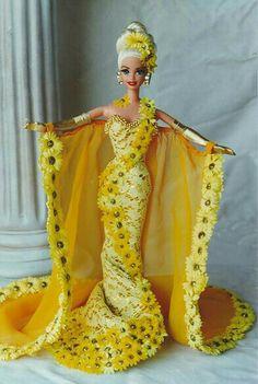 Barbie Miss St. Barbie Gowns, Barbie Clothes, Miss Pageant, Barbie Miss, Barbie Diorama, Beautiful Barbie Dolls, Barbie Friends, Barbie World, Mellow Yellow