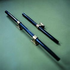 black handles (also come in brown wood,& horn material)