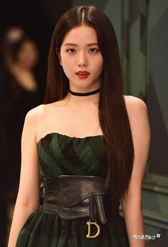 On August BLACKPINK's Jisoo attended the Dior Pop-Up Store Opening event, and managed to stun everyone with her gorgeous looks. She was look… Kim Jennie, Kpop Girl Groups, Korean Girl Groups, Kpop Girls, Blackpink Jisoo, Black Pink ジス, Mode Lookbook, Blackpink Photos, Blackpink Fashion