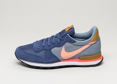 Nike wmns Internationalist (Blue Legend / Sunset Glow - Cool Blue - Bronzine)