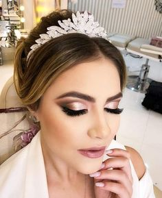 45 Wedding Make Up Ideas For Stylish Brides ❤ wedding makeup classical elegant. - - 45 Wedding Make Up Ideas For Stylish Brides ❤ wedding makeup classical elegant in peach tones with black arrows makeup. Wedding Eye Makeup, Natural Wedding Makeup, Bridal Hair And Makeup, Wedding Hair And Makeup, Natural Makeup, Makeup For Brides, Dramatic Wedding Makeup, Prom Makeup, Hair Wedding