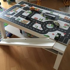 Spieltisch selber bauen - die 9 besten Ideen auf dem There are just so many ideas from you. Like this road ramp built from an IKEA picture rail, bolted to the LACK table with our road foil. An IKEA HA Diy Hacks, Laquer Une Table, Room Ideias, Ikea Hack Kids, Ikea Lack Hack, Ikea Lack Table, Lack Table Hack, Ikea Pictures, Ikea Furniture