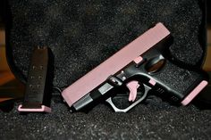 This is a Pink Glock 27 40 caliber pistol! Not only do you get the dependable, reliable name of Glock, but you also get the customization for the ladies out there. Handgun For Women, Glock Girl, Pink Guns, Best Concealed Carry, Custom Glock, Cool Guns, Guns And Ammo, Swagg, Weapons