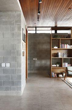 Gallery of RD House / Belluzzo Martinhão Arquitetos - 19 Open Living Room Design, House Design, House Styles, Interior Architecture, Home, Concrete Houses, Concrete House, Industrial House, Cinder Block House