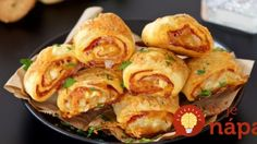 Delicious puff pastry rolls filled with salami and mozzarella (in Croatian) Puff Pastry Pizza, Snack Recipes, Cooking Recipes, Czech Recipes, Time To Eat, Party Snacks, Food Design, No Cook Meals, Finger Foods