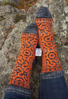 Käsistä karannut: Tour-de-Sock: kolmas etappi Crochet Socks, Knitting Socks, Hand Knitting, Knit Crochet, Knitting Ideas, Wool Socks, Leg Warmers, Handicraft, Bunt