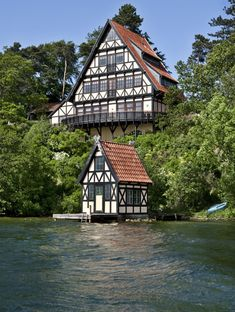 Amazing home - love the little boathouse on the dock too, so cute! Photograph: Stuart McIntyre