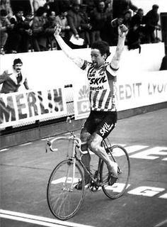 Sean Kelly taking the '84 Paris-Roubaix.