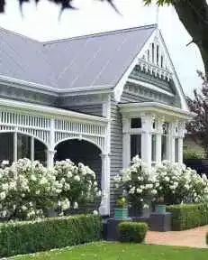50 New Front Yard Landscaping Design Ideas Get our best landscaping ideas for your backyard and front yard, including landscaping design, garden ideas, flowers, and garden design Garden Cottage, Home And Garden, Summer Garden, Cottage Exterior Colors, Landscape Design, Garden Design, Canada Landscape, House Landscape, Weatherboard House