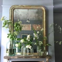 Design Large gilded mirror with clear bottles and flora - Minford by Twig Hutchinson Decoration Hall, Decoration Entree, Diy Home Decor, Room Decor, Deco Floral, Interior Decorating, Interior Design, Diy Mirror, Deco Design