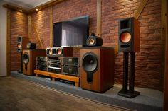 Home Theater Setup with Home Theater Seating Home Theater Room Design, Home Theater Setup, Home Theater Rooms, Home Theater Seating, Best Hifi, Audio Vintage, Home Cinema Systems, Sound Room, Music Studio Room