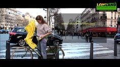 De Lowland Fietsponcho is de ideale regenkleding voor de fietser. Een fietsponcho biedt meer ventilatie waardoor nat worden van je eigen transpiratievocht tot het verleden behoort. De fietsponcho is ontworpen om klein op te rollen in bijgeleverde opbergzakje. 100% water- en winddicht. De fietsponcho van Lowland heeft een voorgevormde capuchon. De kraag loopt automatisch door in de capuchon, zodat het hoofd volkomen droog blijft.