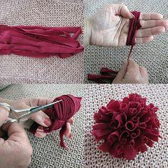 T-shirt yarn flower pompons T Shirt Flowers, Yarn Flowers, Diy Flowers, Flower Diy, Flower Fabric, Easy Fabric Flowers, Dahlia Flowers, Flower Ideas, Crafty Craft