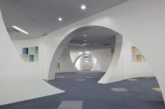 Curved walls at the International School of Sacred Heart by Atelier SNS in Japan #architecture