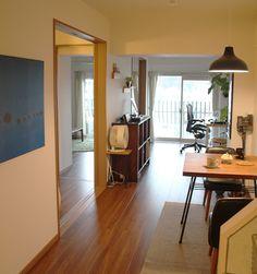 東京都・参宮橋にあるレトロな外観のマンション。中に入ると、すっきり整理整頓されたナチュラルでシンプルな空間があ […] Decor, Sweet Home, Japanese House, Furniture, House, Interior Design, Interior Spaces, Home Decor, Room