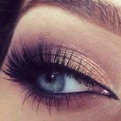 We love the combination of shimmer on the inner lid & matte in outer corner plus those lashes are amazing...x