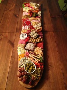 Tablas De Picoteo | Albarikoque Holiday Party Appetizers, Halibut Recipes, Bistro Food, Party Food Platters, Food Garnishes, Brunch Party, Snacks, Appetisers, Fruit And Veg