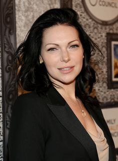 Laura Prepon. Gotta love her #orangeisthenewblack love Her with dark hair!