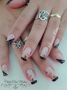 Blue is an elegant and always fashionable color: manicure enthusiasts cannot leave it aside for the next season! What are the most beautiful blue nail art? Fabulous Nails, Gorgeous Nails, Love Nails, Pretty Nails, Colorful Nail Designs, Nail Art Designs, Winter Nails, Spring Nails, Nail Manicure