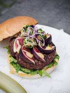 Das Burger Restaurant in Innsbruck und Salzburg :: ludwig. Burger Restaurant, Ludwig, Hamburger, Food And Drink, Ethnic Recipes, Figs, Food And Drinks, Food Food, Burgers