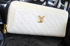 #Louis #Vuitton #Handbags shopping now to get 10% discount with the package and fast delivery provides the high quality bags.