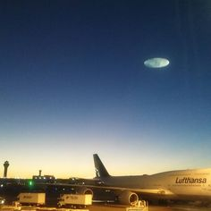 ...had a swipe session through last summer's photos and found this one a little odd. ... 'don't recall that flat-looking moon being there before!?  #chicagomoon #ohareairport #usa #oddities #shape #odd #weird #chicago #destination #airport #airplane #nightsky #ufo  #flyingsaucer #sky #instasky #instaweird #instaairport #instachicago #thewindycity #photo #lufthansa #flatmoon #strange #spaceship #weirdshit #alien #wecomeinpeace #fullmoon #moon