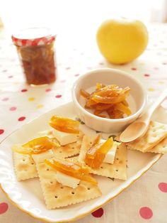 Crackers with cream chese and marmalade made from oranges