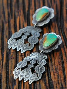 Navajo Concho Earring Beautiful but they look heavy. Navajo Jewelry, Southwest Jewelry, Western Jewelry, Silver Jewelry, Vintage Jewelry, Vintage Turquoise, Coral Turquoise, Turquoise Earrings, American Indian Jewelry