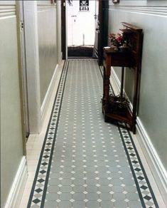 احدث ديكورات مدخل المنزل Carpets of tiles in vestibules - décoration intérieur Edwardian Hallway, Edwardian House, Hall Tiles, Tiled Hallway, Attic Renovation, Attic Remodel, Porch Tile, Flur Design, Hall Flooring
