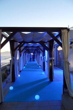 Entrada a la Gala de Turismo 2012 en Club La Cabane Marbella Wedding Destinations, Destination Wedding, Dream Wedding, Indoor, Wedding Ideas, Club, Outer Space, Entryway, Tourism