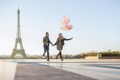 Photo shoot with balloons at the Eiffel Tower. Paris Photographer | Photoshoot in paris | paris photography | paris solo photographer | paris | paris photoshoots | paris photoshop eiffel tower | paris photoshoot ideas. #parsianphotographer #bestparsianphotographer #parisphotographer #parisphotographers #photographerinparis #photographersparis #bestparisphotographer #photosessioninparis #photosessioninparis #parisphotosession #parisphotoshoot #lovethem Paris Pictures, Paris Photos, Paris Photography, Couple Photography, Photoshoot Inspiration, Photoshoot Ideas, Paris Engagement Photos, Paris Couple, Paris Elopement