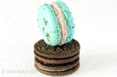 Macarons with oreo biscuit filling - Recipe for macarons filled with oreo biscuit and cream cheese. The easiest filling for macarons. Oreo Dessert, Keks Dessert, Oreo Cheesecake, Oreo Biscuits, Macaron Recipe, Allrecipes, Cream, Baking, Desserts
