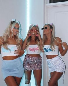 Halloween Costumes For Teens Girls, Cute Group Halloween Costumes, Looks Halloween, Trendy Halloween, Cute Costumes, Halloween Outfits, Halloween Costumes For Bestfriends, 90s Themed Costumes, Cartoon Character Halloween Costumes