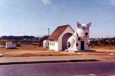 1964 - Spotty Dog Roadhouse (Gee, this brings back memories. Movement In Architecture, South African Air Force, Spotty Dog, South Afrika, Cape Town South Africa, Roadside Attractions, Historical Pictures, African History, Old Photos