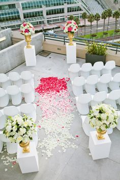 32 Amazing Ombre Wedding Details that Wow Rooftop Wedding Ceremony with omber aisle. Wedding Aisles, Wedding Ceremony Ideas, Aisle Runner Wedding, Mod Wedding, Aisle Runners, Mauve Wedding, Ceremony Arch, Wedding Chairs, Wedding 2015