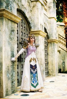 More amazing Zelda cosplay.
