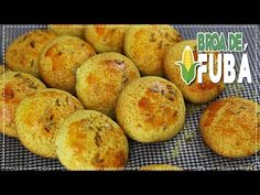 BROA DE FUBÁ SIMPLES E FÁCIL - YouTube Muffins, Ice Cream, Sweets, Bread, Make It Yourself, Food And Drink, Cookies, Breakfast, Desserts