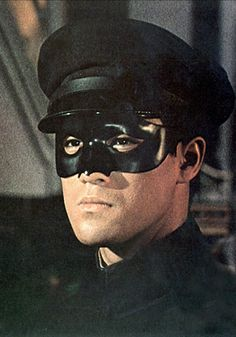 On September The Green Hornet debuted on television (September 1966 – July with Bruce Lee as Kato. Episode 1 -The Silent Gun Bruce Lee Pictures, Mejores Series Tv, Bruce Lee Martial Arts, Green Hornet, Enter The Dragon, Little Dragon, Lone Ranger, Martial Artist, Jackie Chan