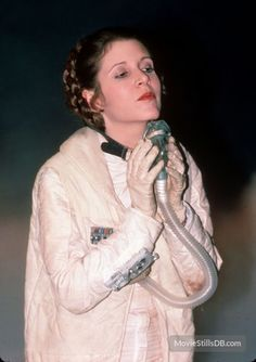 Carrie Fisher as Princess Leia from Star Wars the Empire Strikes Back Carrie Fisher, Star Wars Cast, Leia Star Wars, Star Trek, Star Wars Pictures, Star Wars Images, Rosario Dawson, Adam Driver, Star Wars