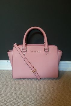 My new pink Bag By Mickel Kors