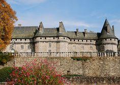 Le château de Pompadour ~ Pompadour Castle