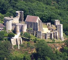 Château de la Madeleine, Chevreuse, département of Yvelines, Île de France, France.... http://www.castlesandmanorhouses.com/photos.htm .... The construction of the Château de la Madeleine began between 1020 and 1090, under Guy I, Lord of Chevreuse. From this period, only the keep remains. Originally, the keep was surrounded by a wooden palisade, replaced by stone curtain walls during the 12th century.